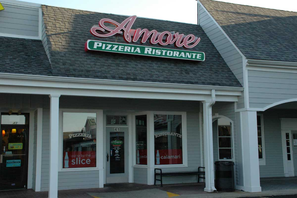 Zionsville Restaurants: Amore Pizzeria Ristorante (opens in new window)